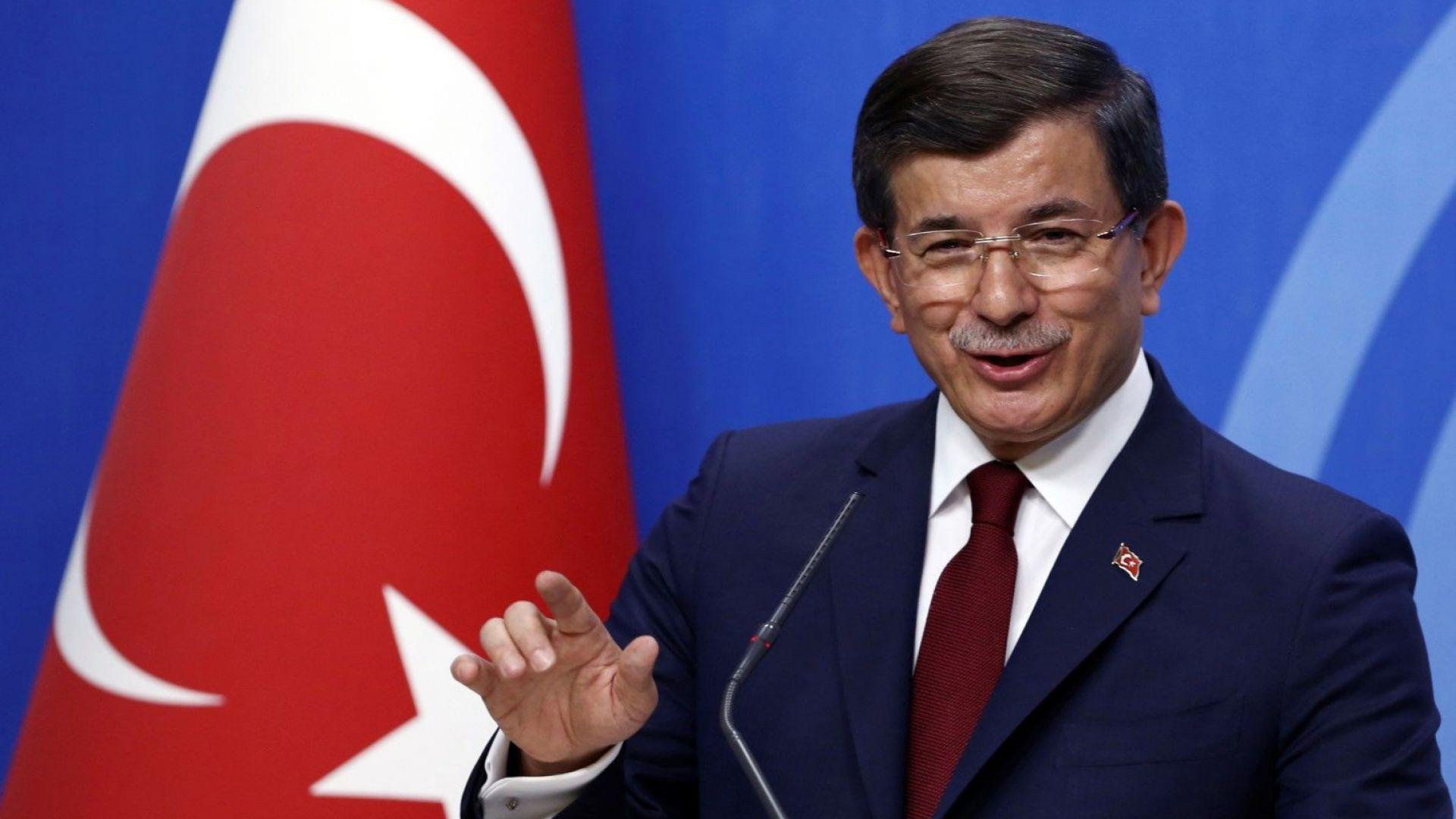 Бившият турски премиер Ахмет Давутоглу официално обяви днес създаването на