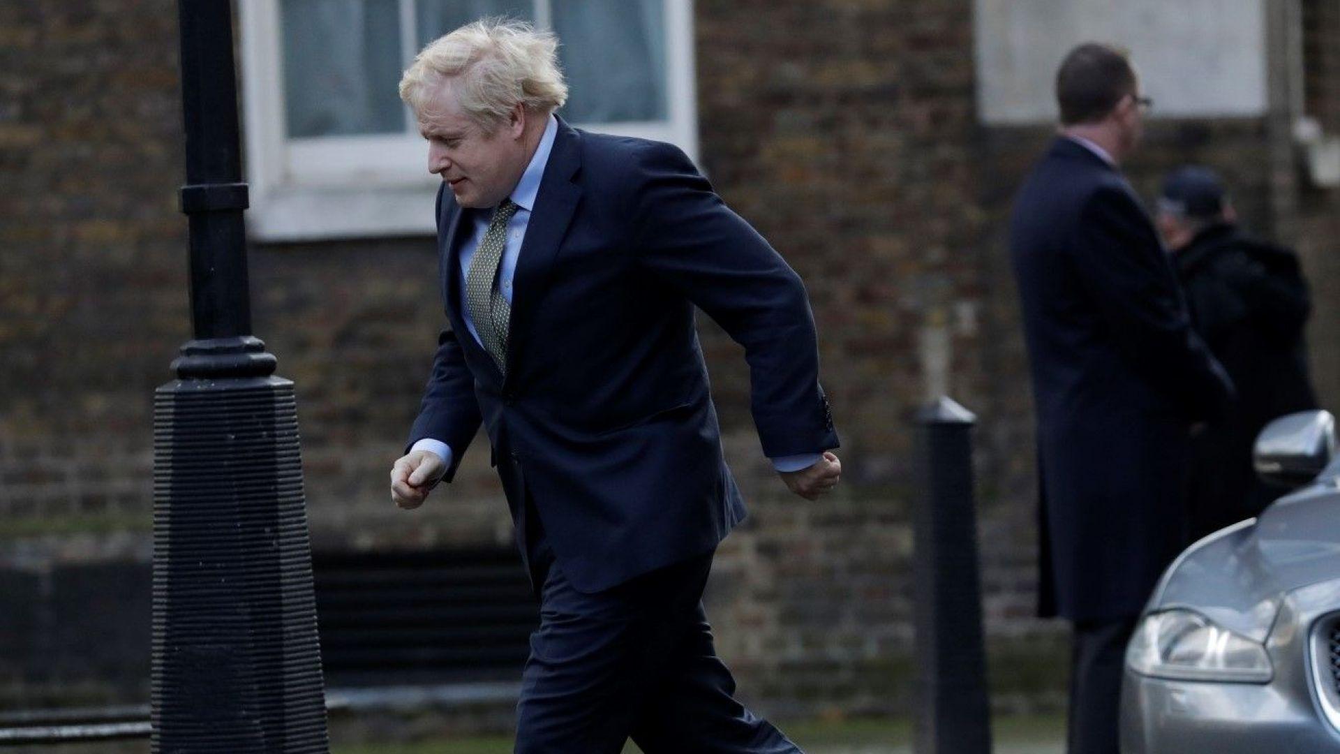 Консервативната партия на Борис Джонсън печели абсолютно мнозинство с 365