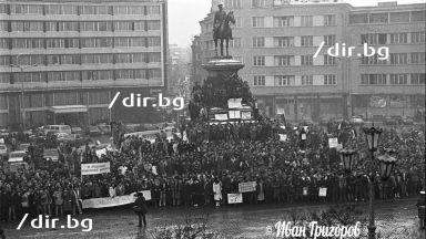 Петко Симеонов: Театралната революция и защо танковете да дойдат, а не милицията да се намеси