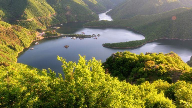 Спрян е ВЕЦ, замърсил с нефтопродукти река Въча