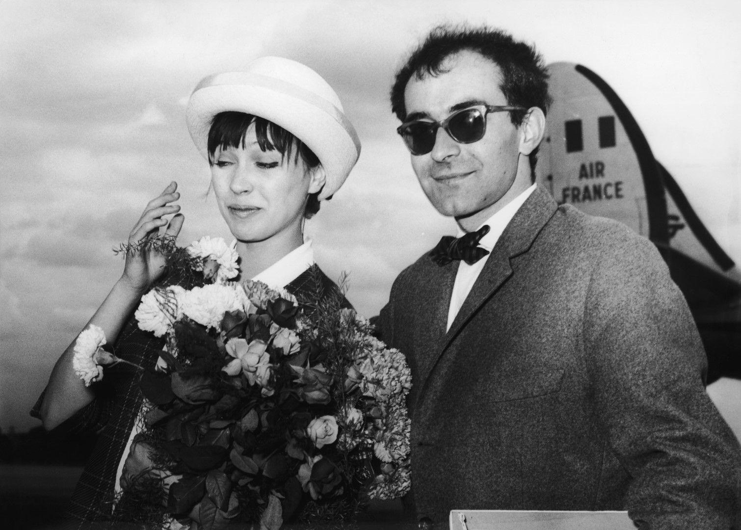 """Годар и Карина на летището в  Берлин на 28 юни 1961 г. по време на Берлинския филмов фестивал, където представят общия си филм """"Жената си е жена"""""""