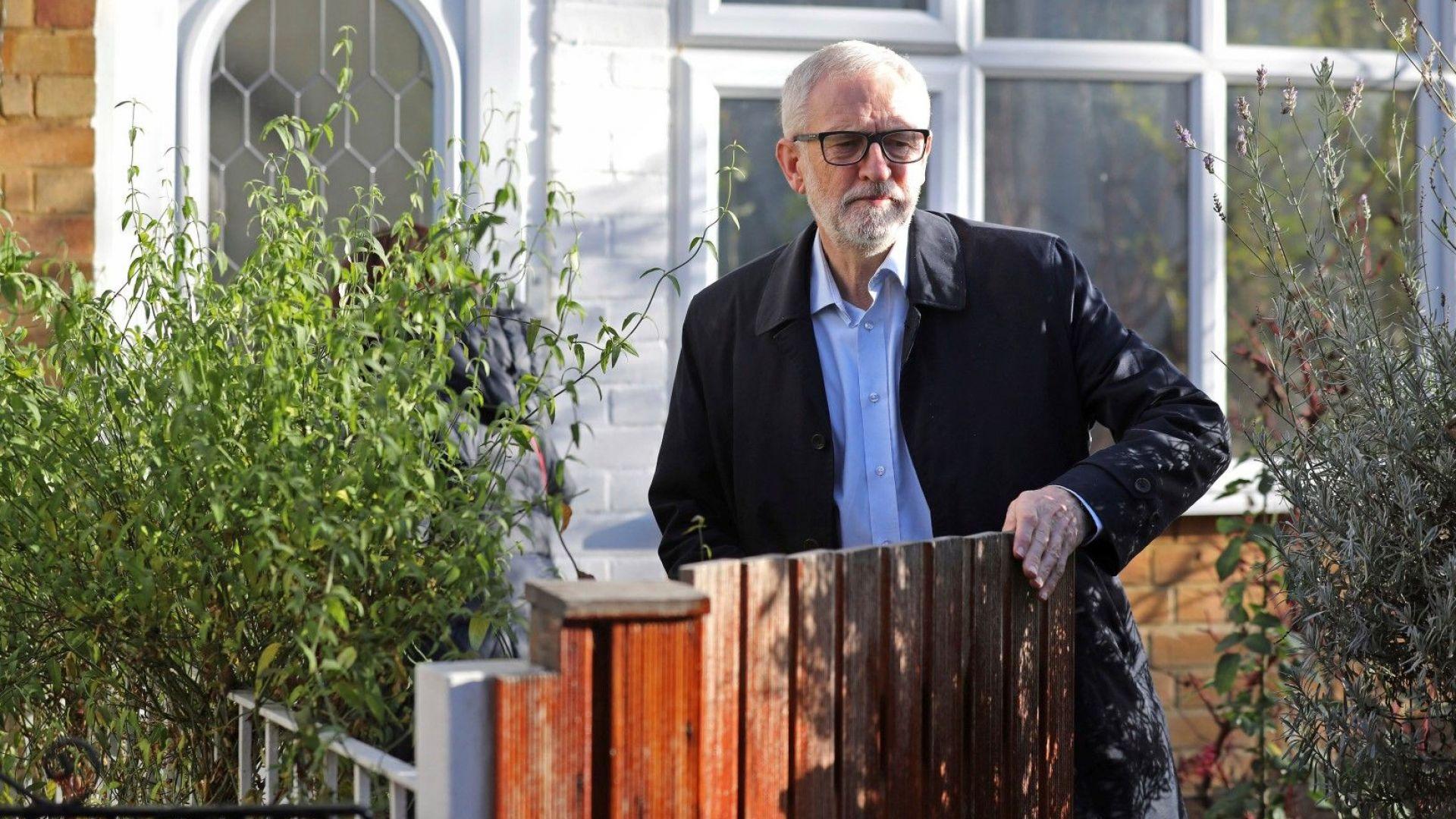 Лидерът на британската опозиционна Лейбъристка партия Джереми Корбин се извини