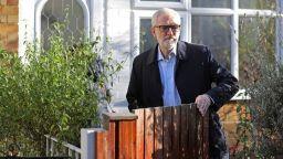 Корбин се извини на избирателите си, водещи партийци искат жена да оглави лейбаристите