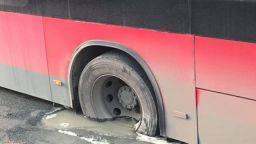 Автобус на градския транспорт пропадна в дупка в Ямбол