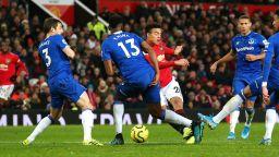 18-годишен спаси Юнайтед, а Жозе пълзи към топ 4
