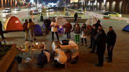 Медици нощуваха на жълтите павета в очакване на Бойко Борисов