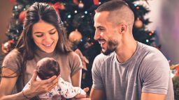 Наум Шопов и Теа Минкова пуснаха видео от раждането на дъщеря си