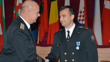 Български морски офицер отличен с най-високата награда на НАТО
