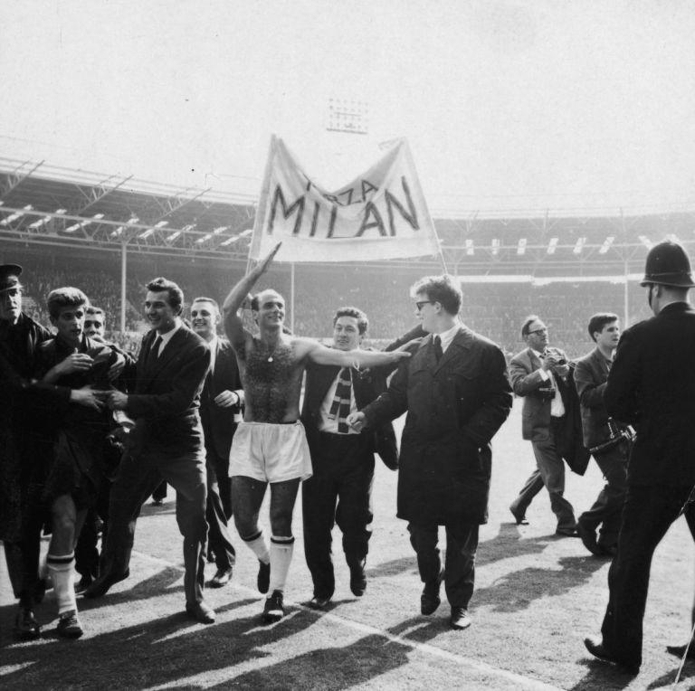 Шампиони на Европа през 1963-а! Милан е първият италиански отбор, сложил ръка на купата с големите уши