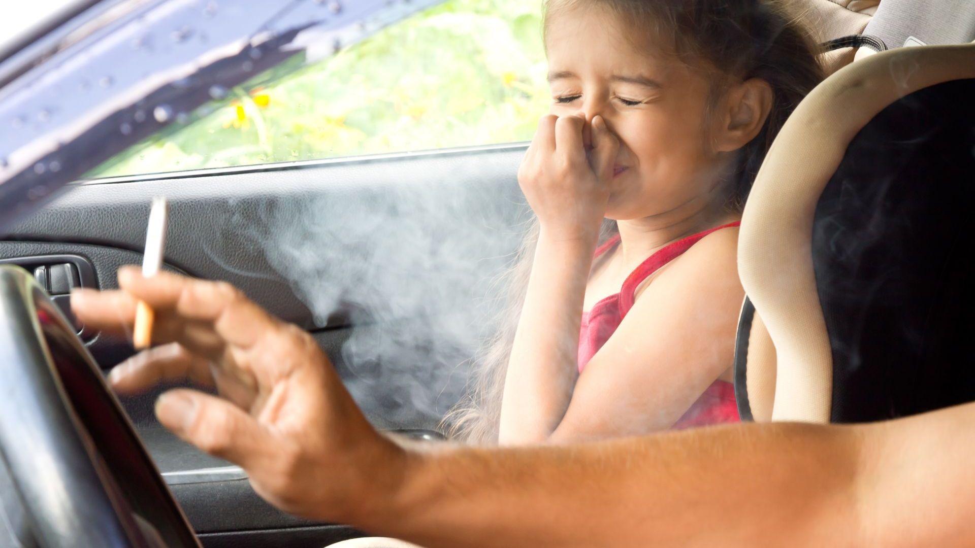 Пасивното пушене втвърдява коремната аорта на децата