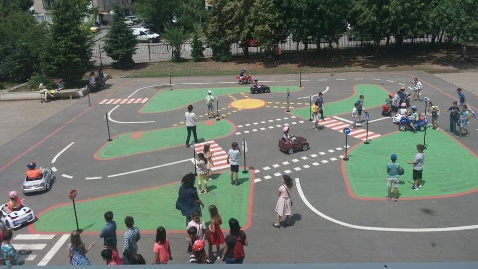 Да държат ли децата изпит за пътните знаци след 7 клас