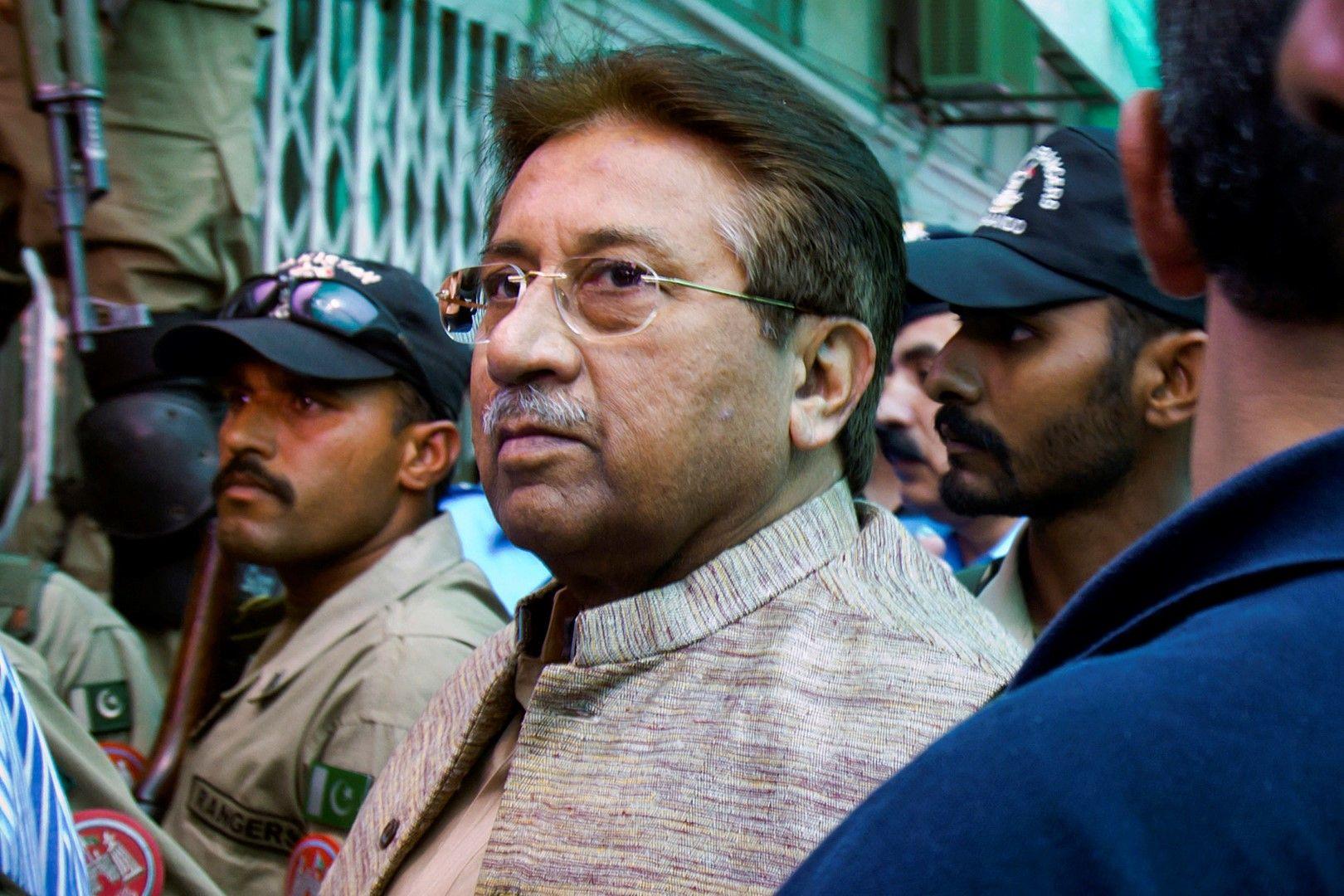 20 април 2013. Первез Мушарав се явява пред антитеросристичния съд в Исламабад