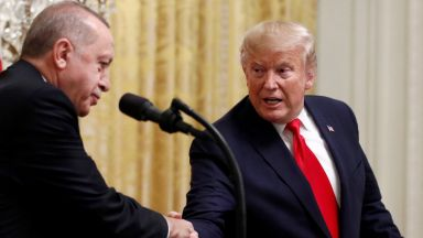 """Тръмп по телефона към Ердоган: Против съм """"чуждестранна намеса"""" в Либия"""