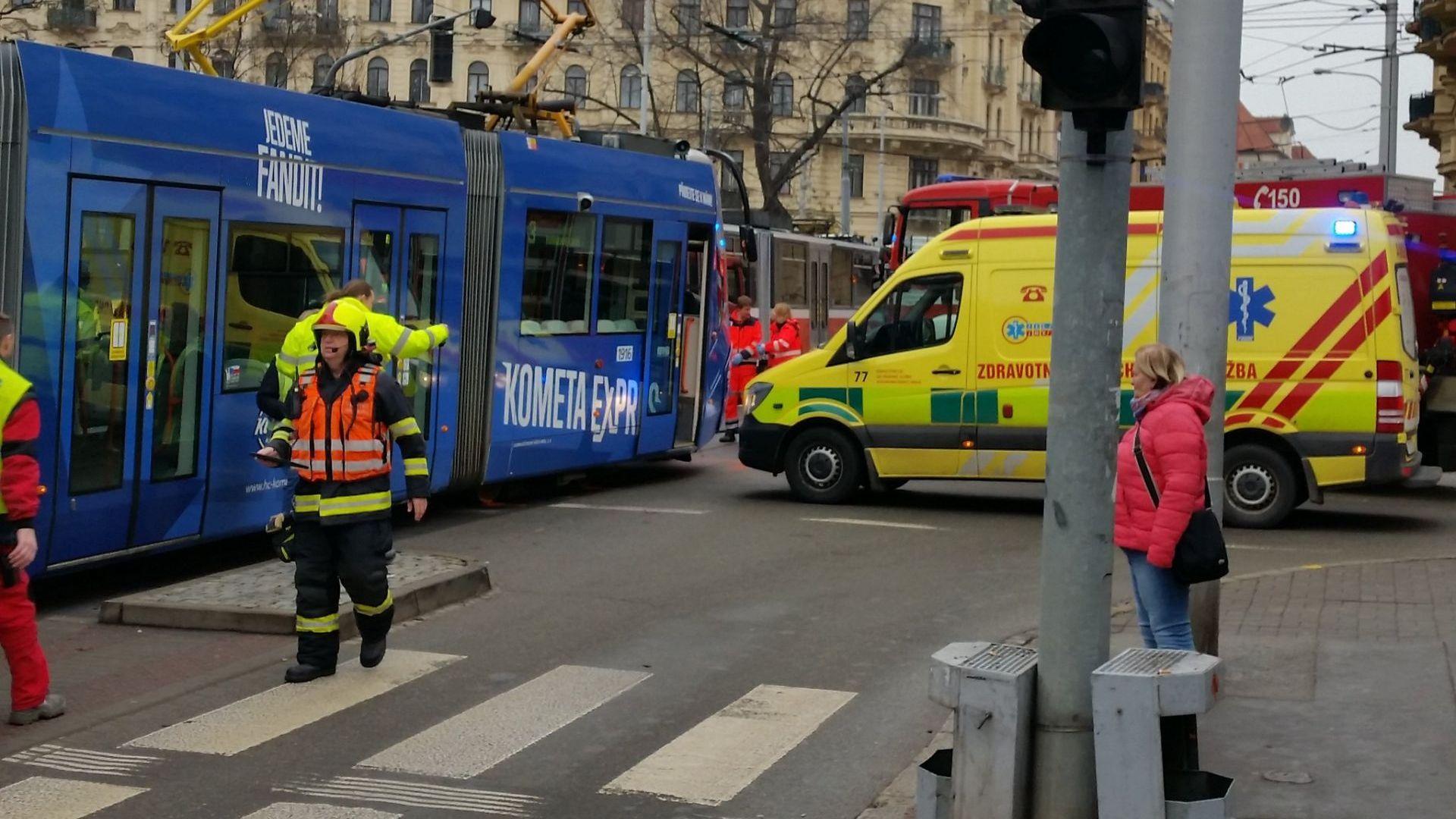 Тежка катастрофа на кола с два трамвая в Чехия (ВИДЕО+СНИМКИ)