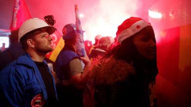 """До дни Франция може да остане без горива, """"Лавера"""" и """"Гранпюи"""" влязоха в стачката"""