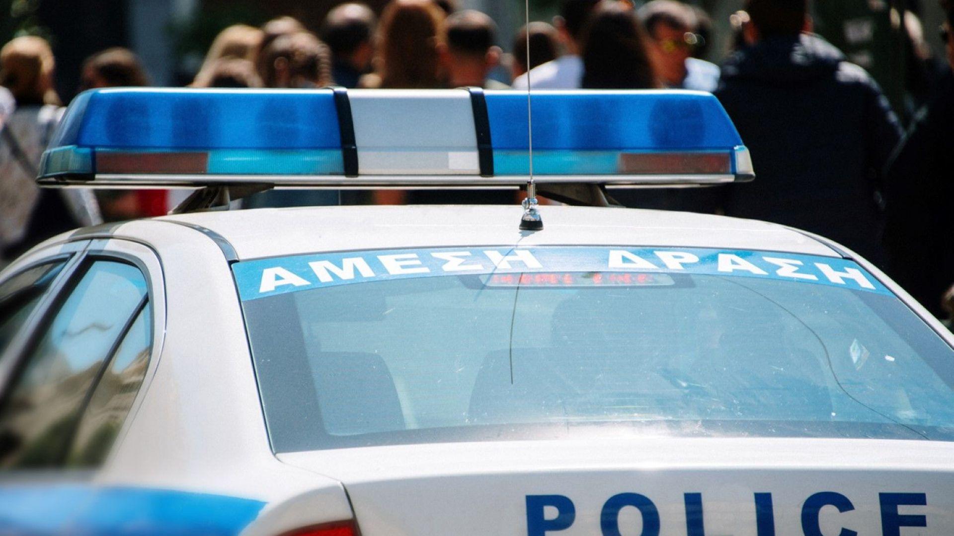 Гръцката полиция щурмува три окупирани сгради в центъра на Атина