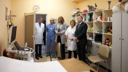 """Президентът и съпругата му посетиха детска кардиологична клиника, получила апаратура от """"Българската Коледа"""""""