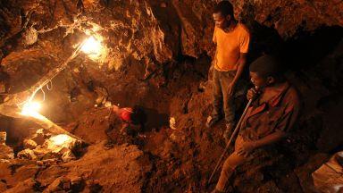 Обвиниха 5 технологични гиганта, че печелят от детски труд в кобалтовите мини (видео)