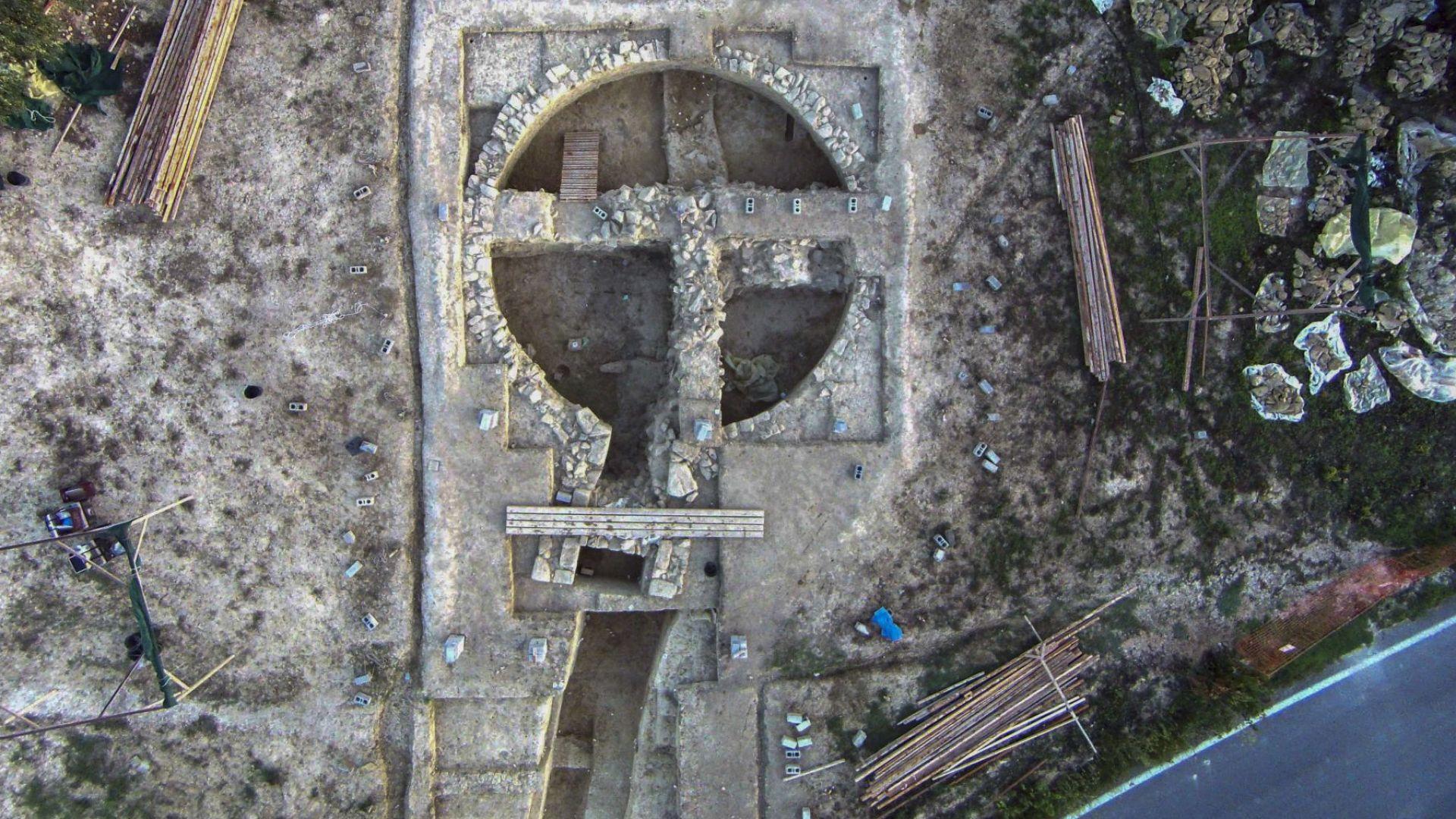 Археолози откриха кралски гробници на 3500 години в Гърция (снимки)