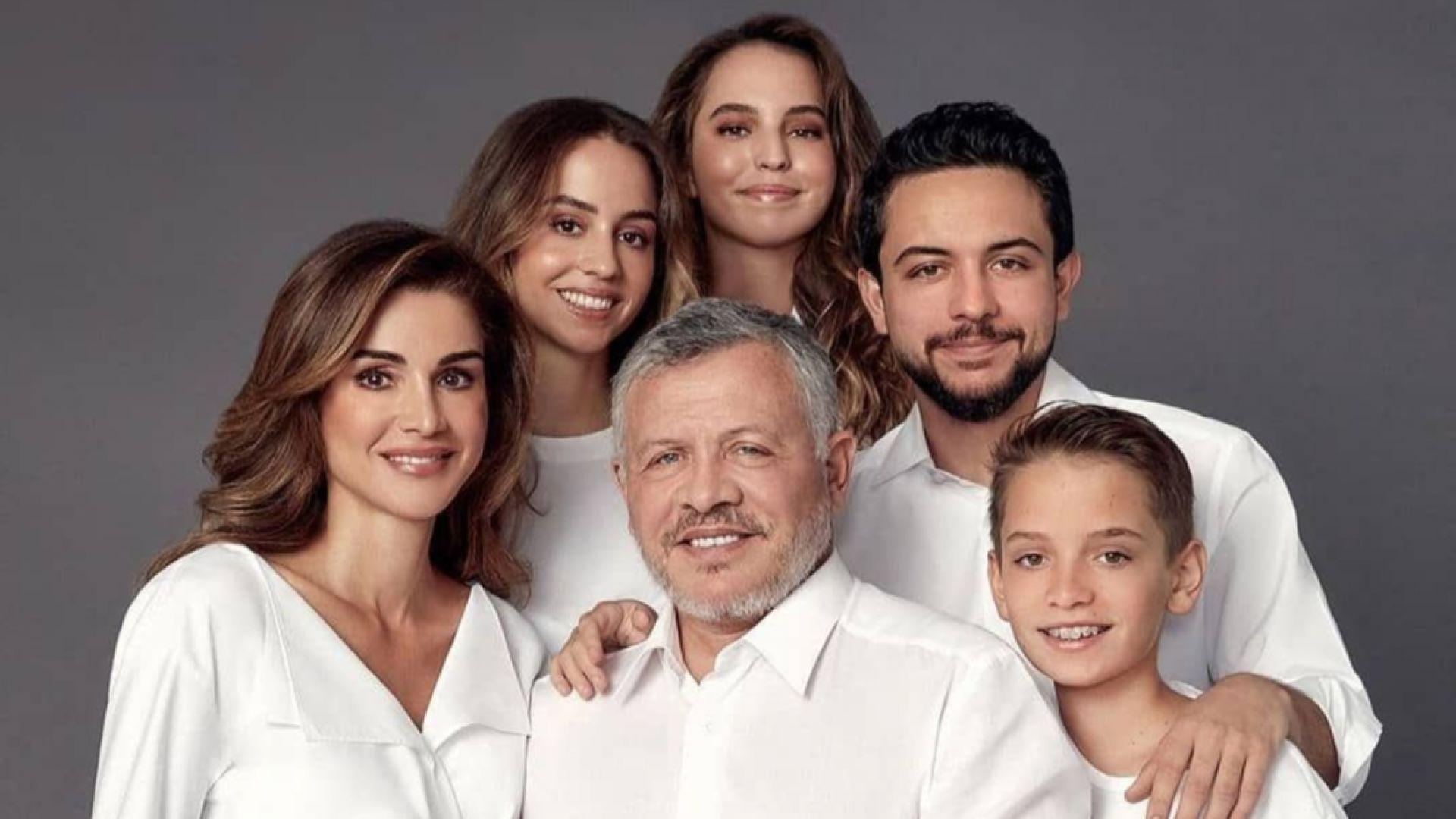 Кралска Коледа! Празничните снимки на семействата със синя кръв по света