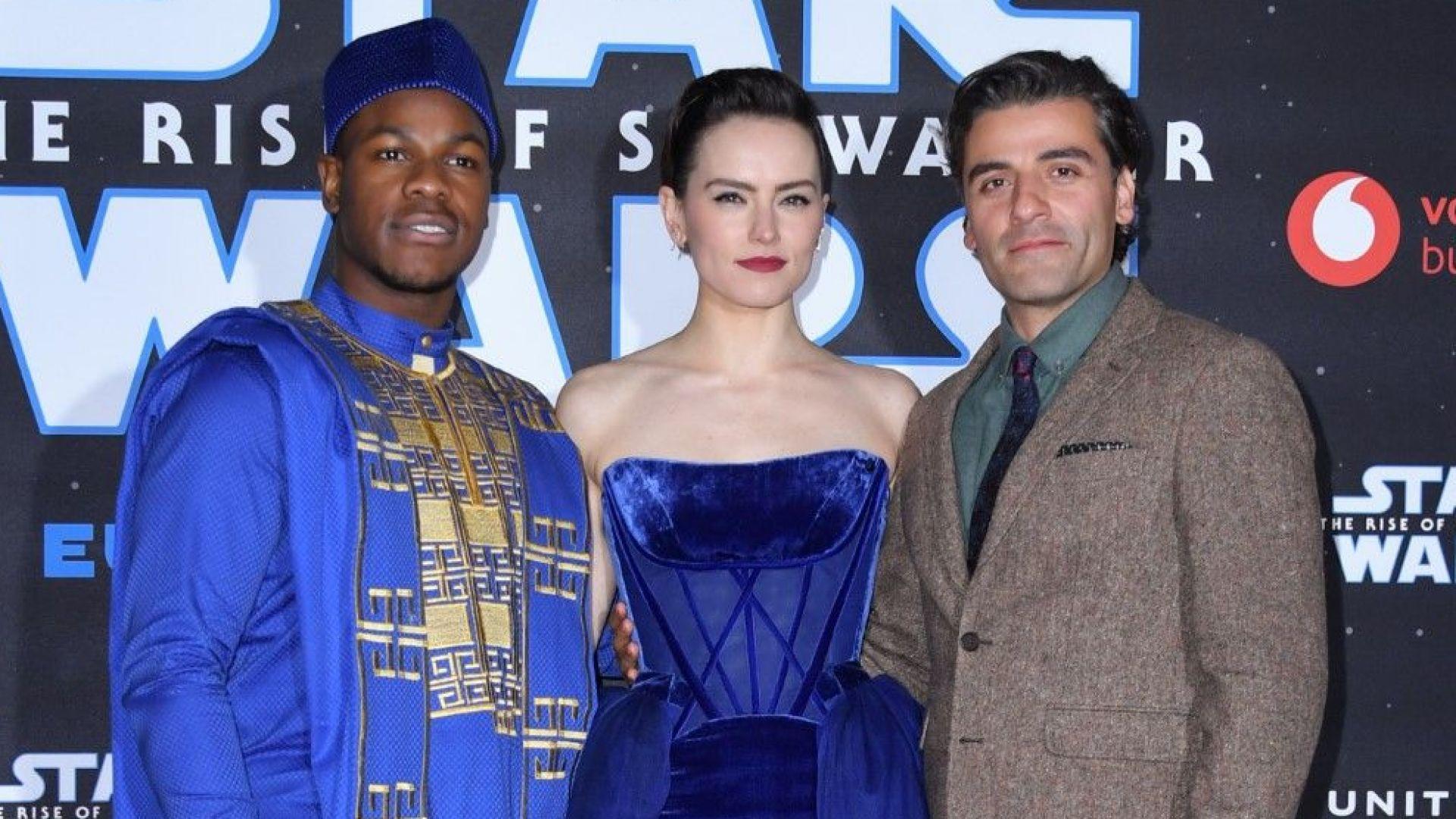 Дейзи Ридли като съвременна принцеса на премиерата на Star Wars в Лондон