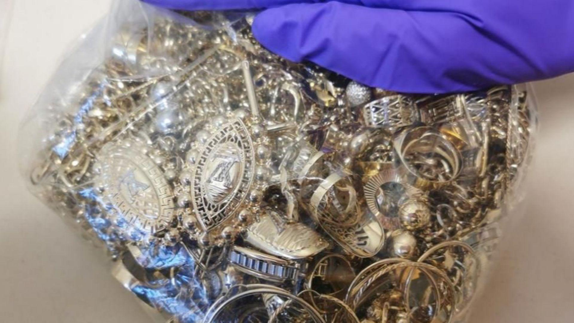 "На ""Дунав мост"" 2 иззеха над 10 кг злато"
