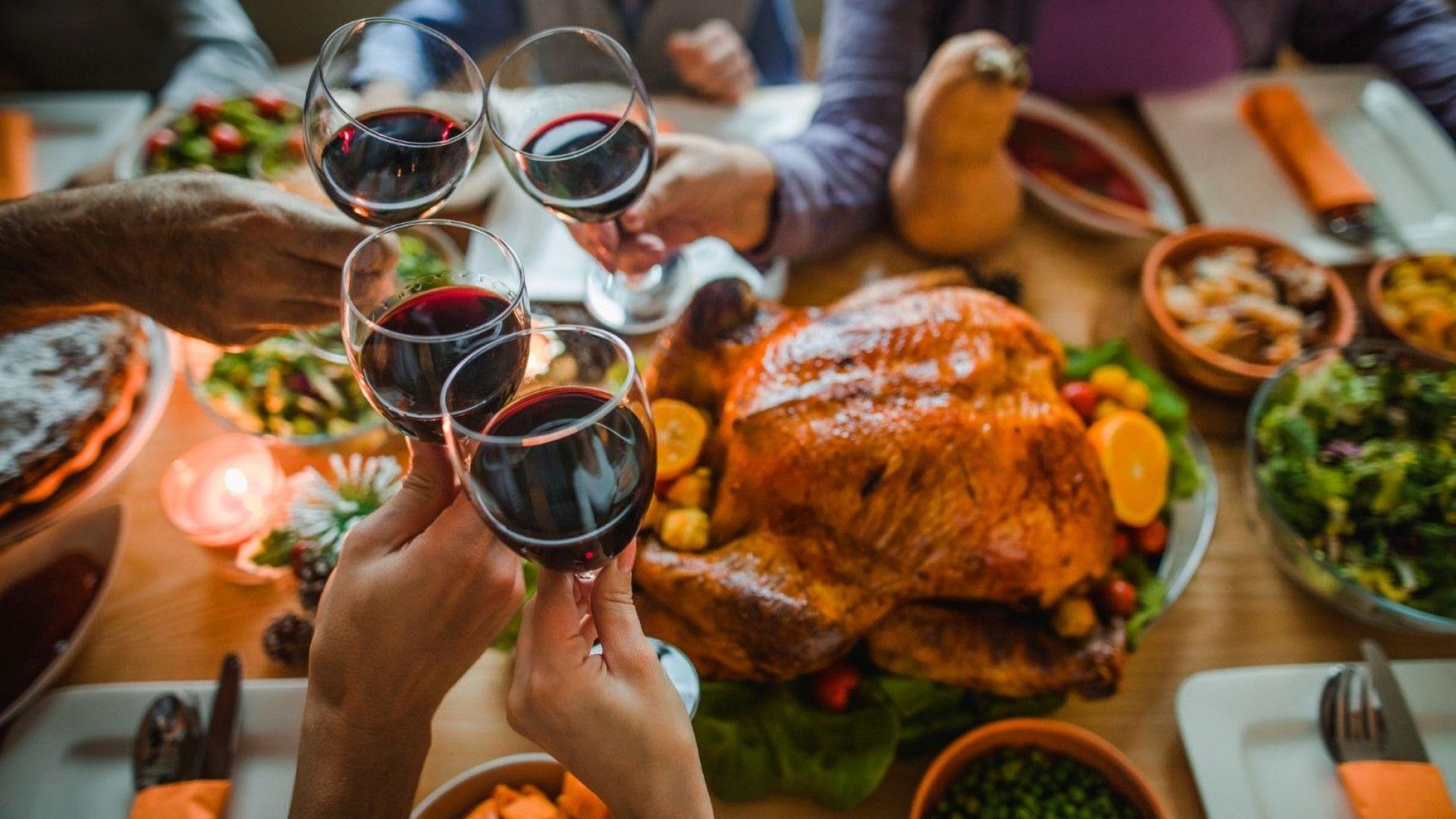 Коледни и новогодишни харчове на Балканите: всичко се върти около трапезата