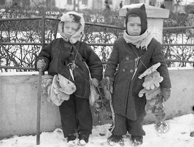 Коледарчета, с. Сливница, Софийско, 1946 г. ИЕФЕМ-АЕИМ Коледарчета, с. Сливница, Софийско, 1946 г. ИЕФЕМ-АЕИМ