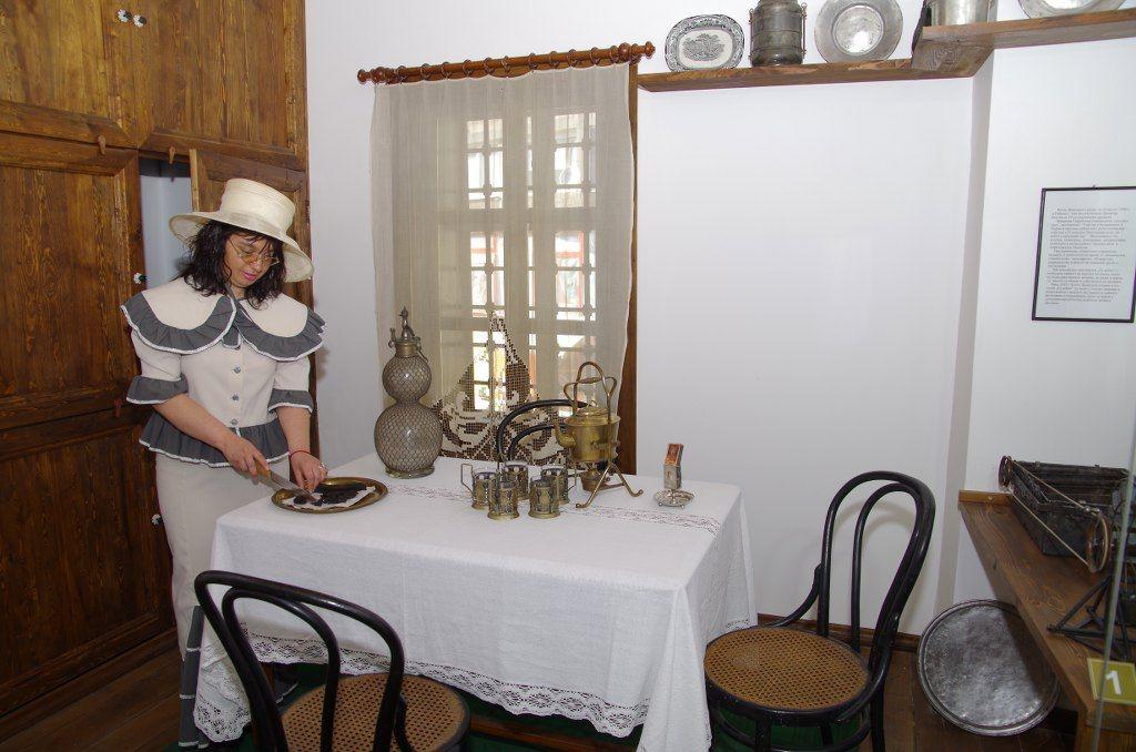Ако бяхте на гости в Дечковата къща преди 100-на години, щяха да ви посрещнат така