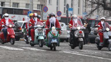 Мотористи с костюми на Дядо Коледа обикаляха из София