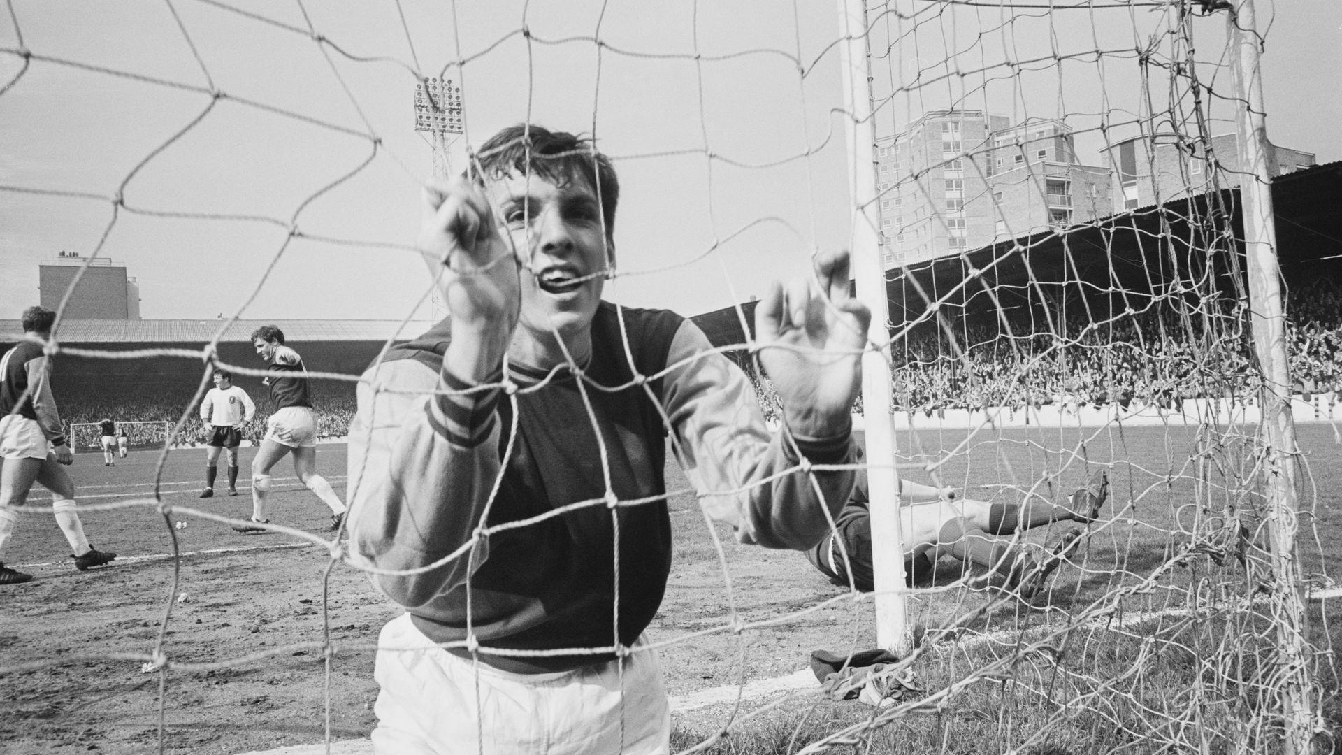 Английският футбол тъгува за мозъка на шампионския отбор от 1966-а