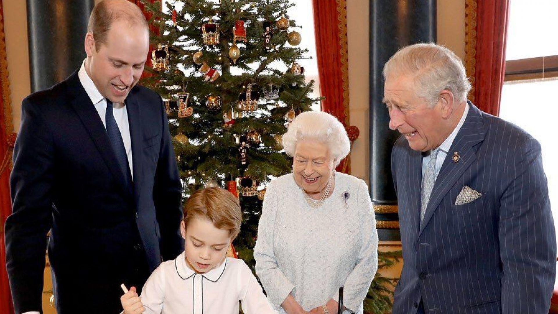 Кралица Елизабет II събра четири поколения за Коледа
