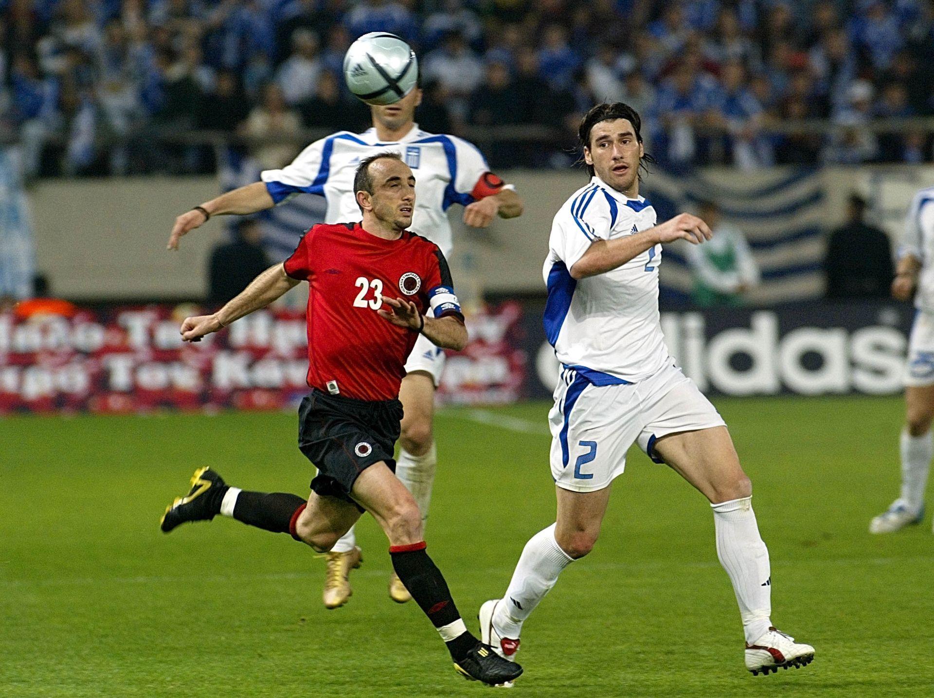 С екипа на Албания срещу европейския шампион Гърция, 2005 г.