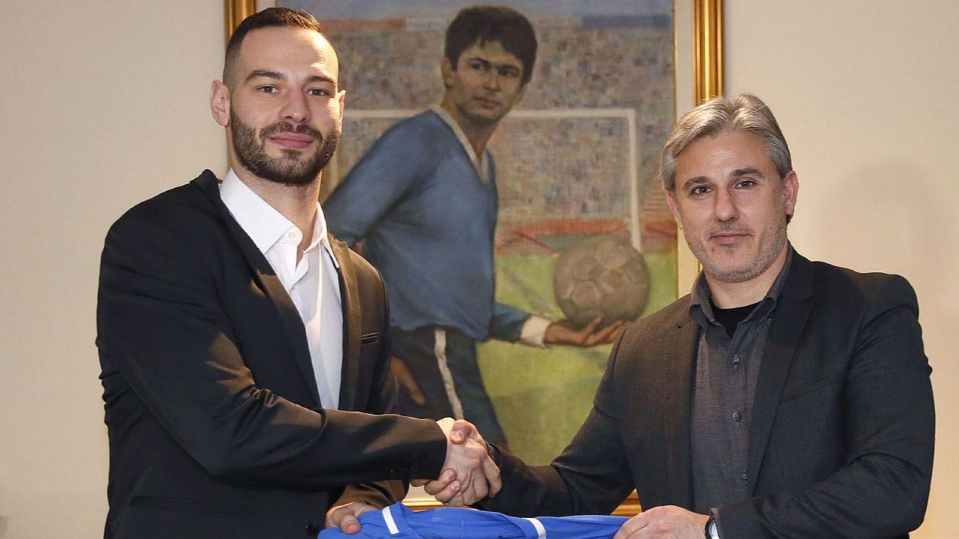 Официално: Симеон Славчев е играч на Левски