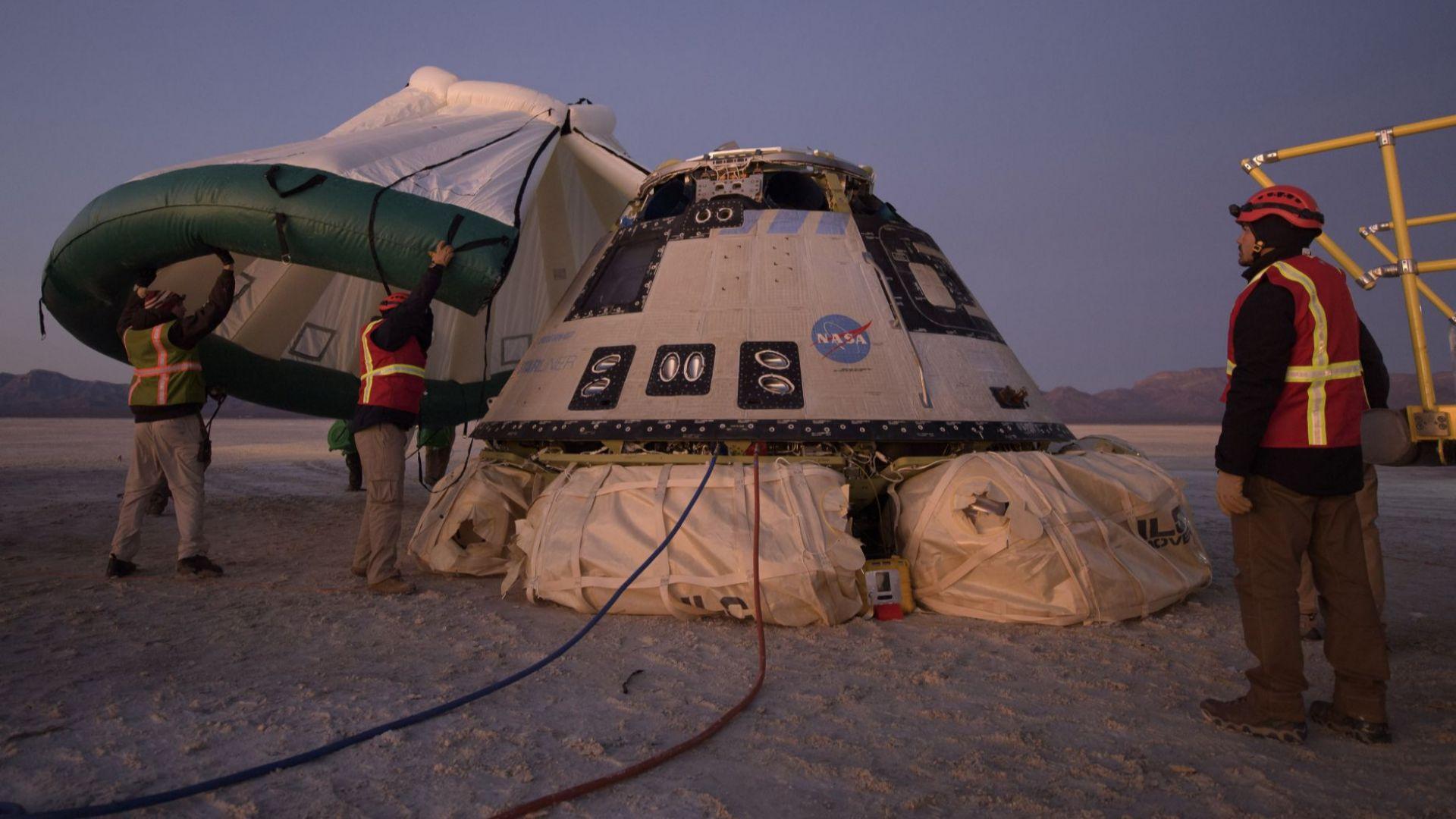 """Космическата капсула на """"Боинг"""" """"Старлайнър"""" кацна, след като не можа да се скачи с МКС (видео)"""