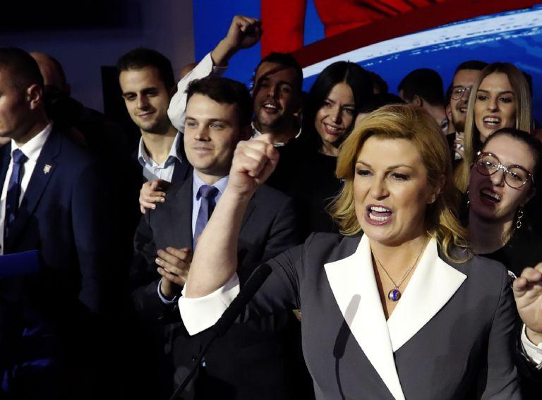 Президентът Колинда Грабар-Китарович от управляващата Хърватска демократична общност има шансове за победа на втория тур