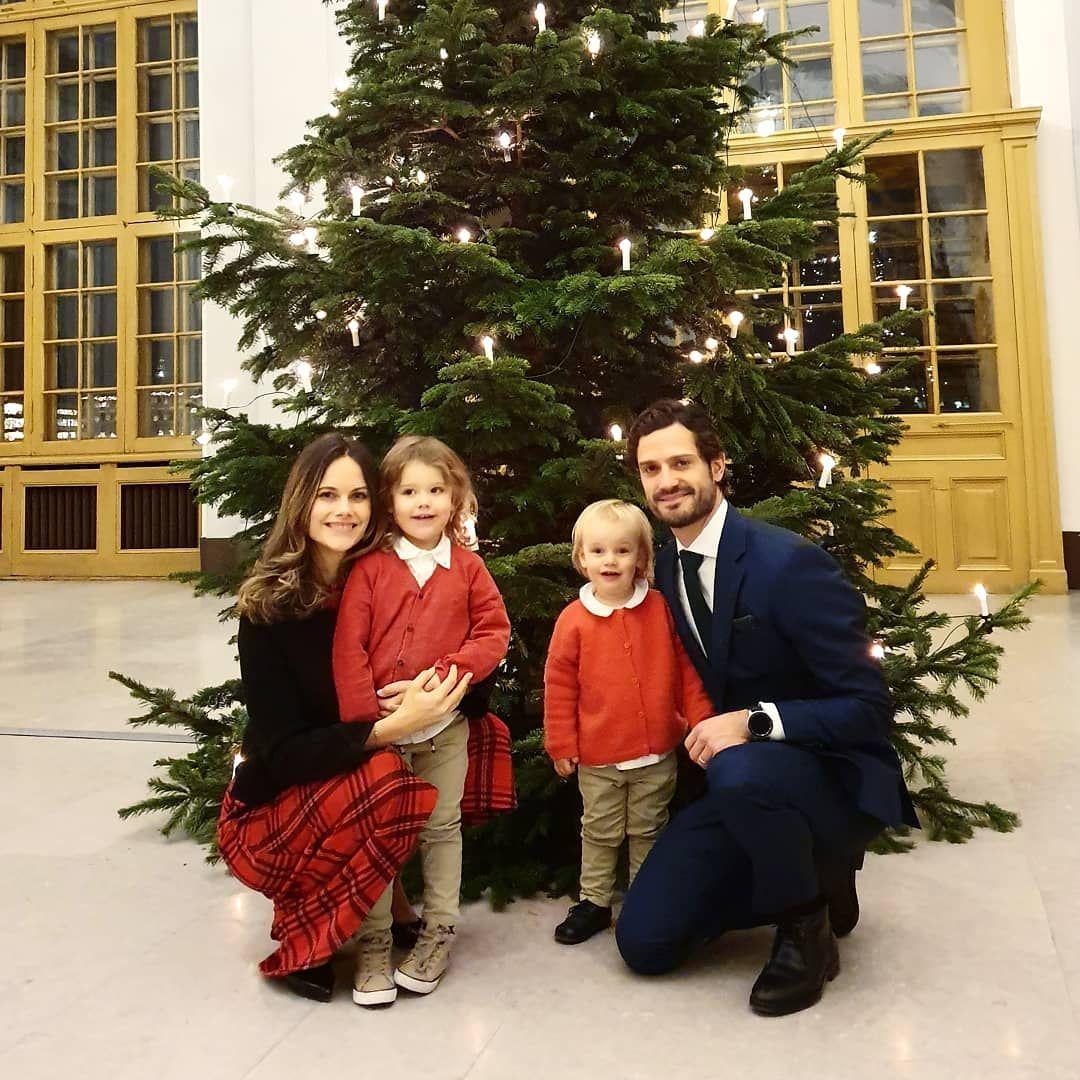 принц Карл Филип и принцеса София с двамата си по-големи синове - Александър и Габриел