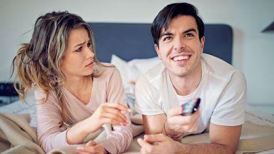 Мъжете, които гледат много телевизия, предпочитат по-слаби жени
