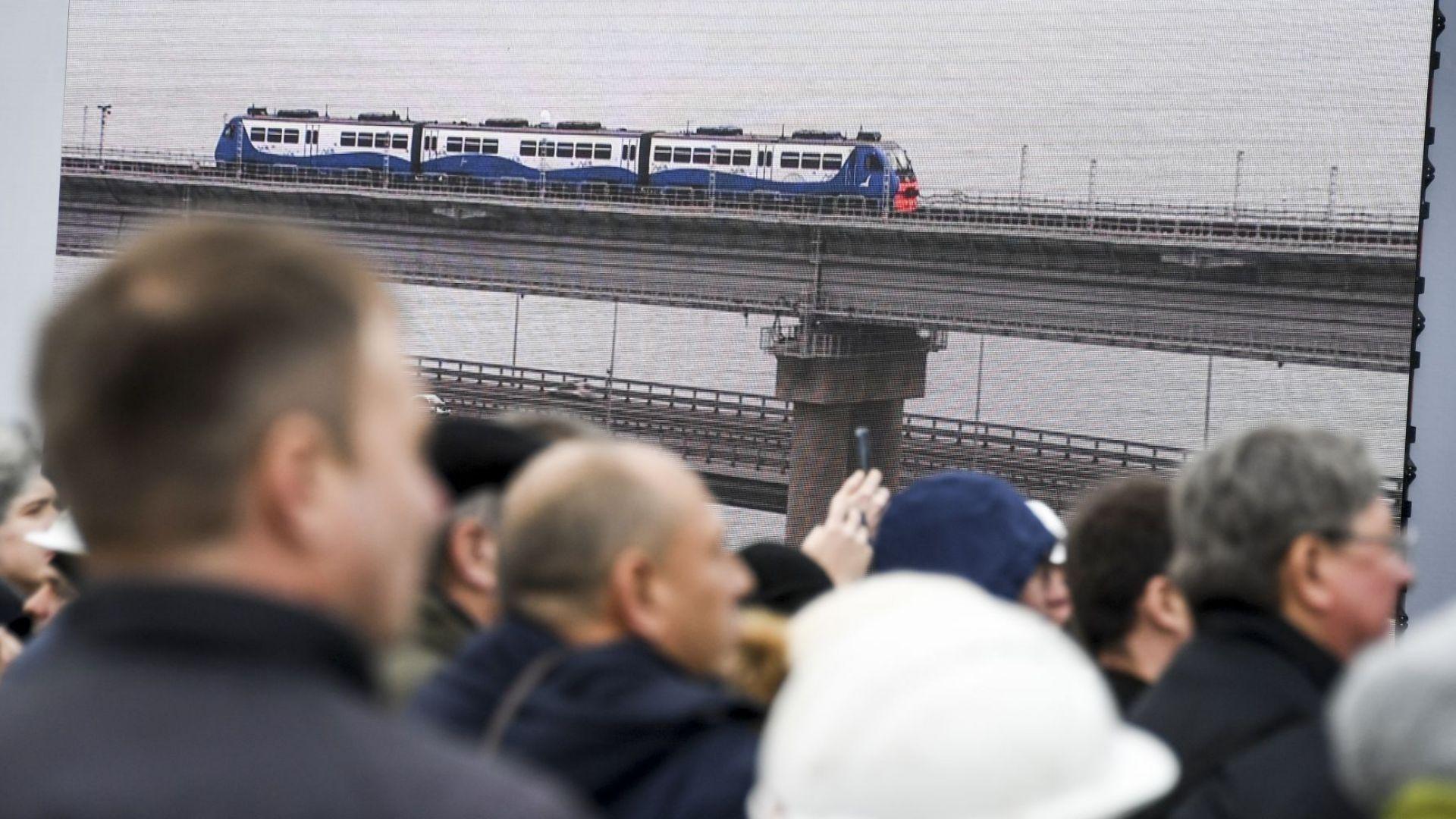 Владимир Путин откри жп линията по Кримския мост (видео)