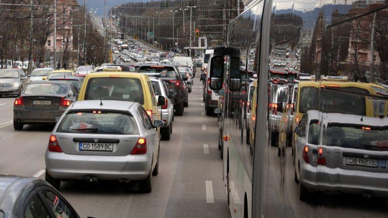 В София има повече автомобили от средното за големите градове