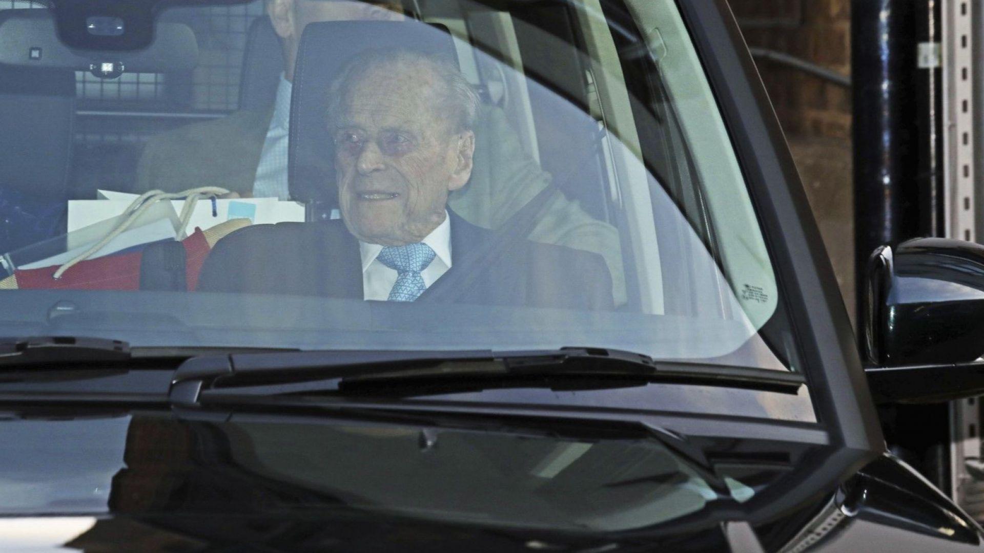 Принц Филип беше изписан от болница
