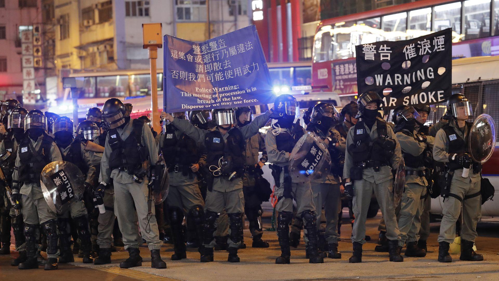 """Над хиляда жители на Хонконг протестираха срещу """"паралелните търговци"""" от Китай"""