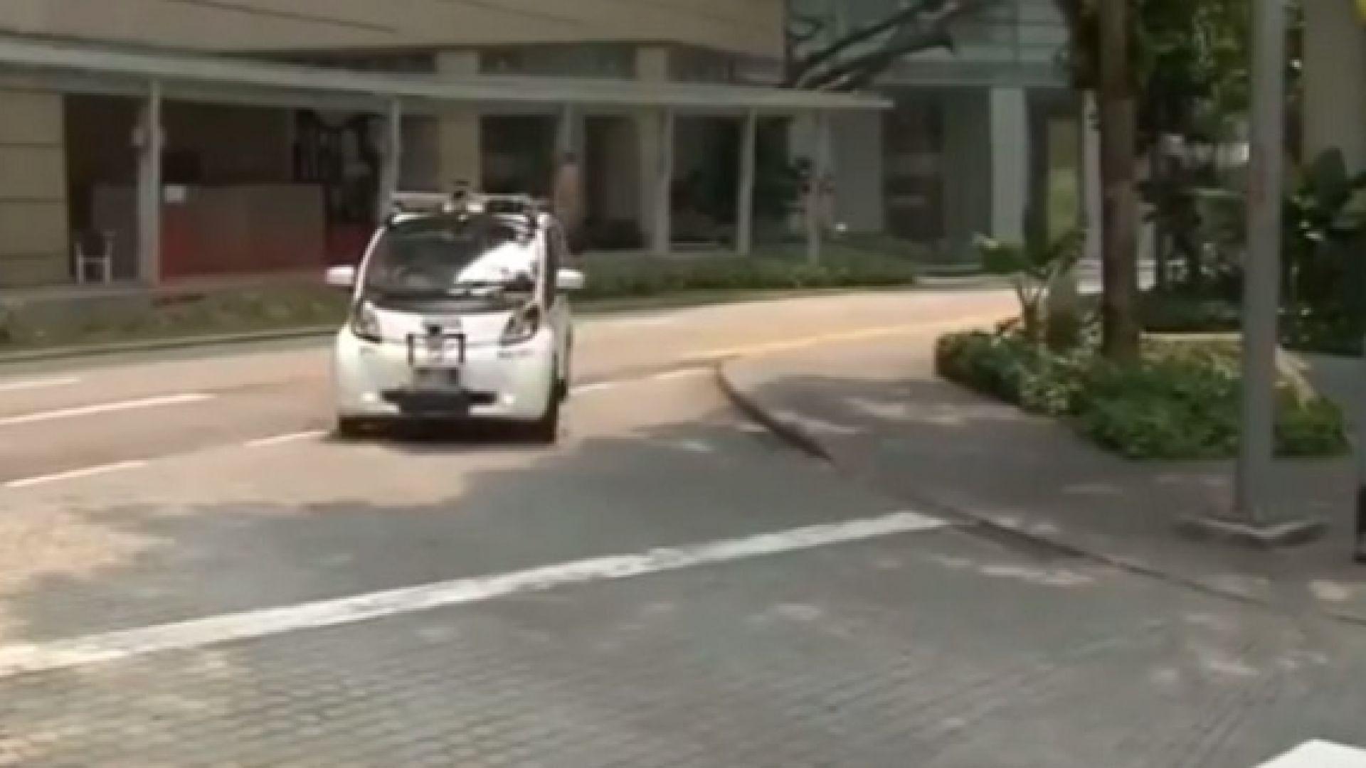 В Сингапур тестват безпилотни коли сред макети на небостъргачи и изкуствен дъжд