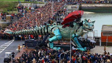 Гигантски дракон се разположи на брега на Кале