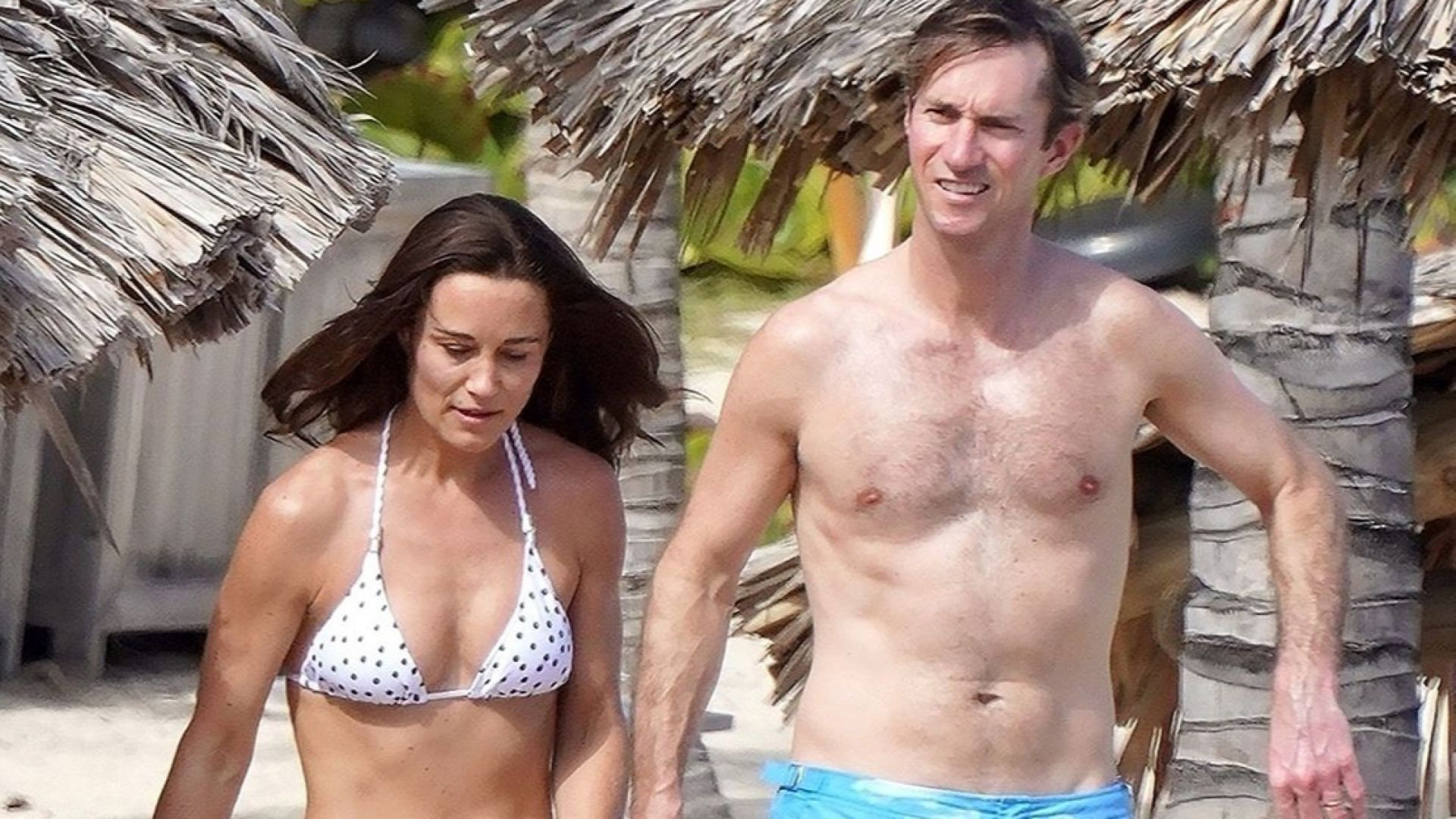 Пипа Мидълтън страхотна по бански на плажна коледна ваканция