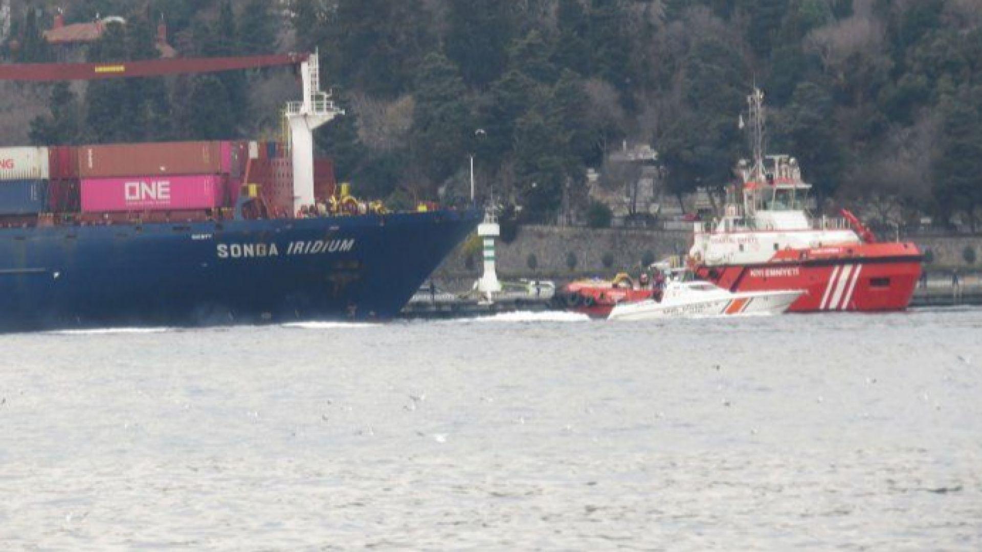 Инцидент с товарен кораб затвори Босфора (видео)