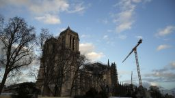 Реставрацията на катедралата Нотр Дам навлиза в рискована фаза