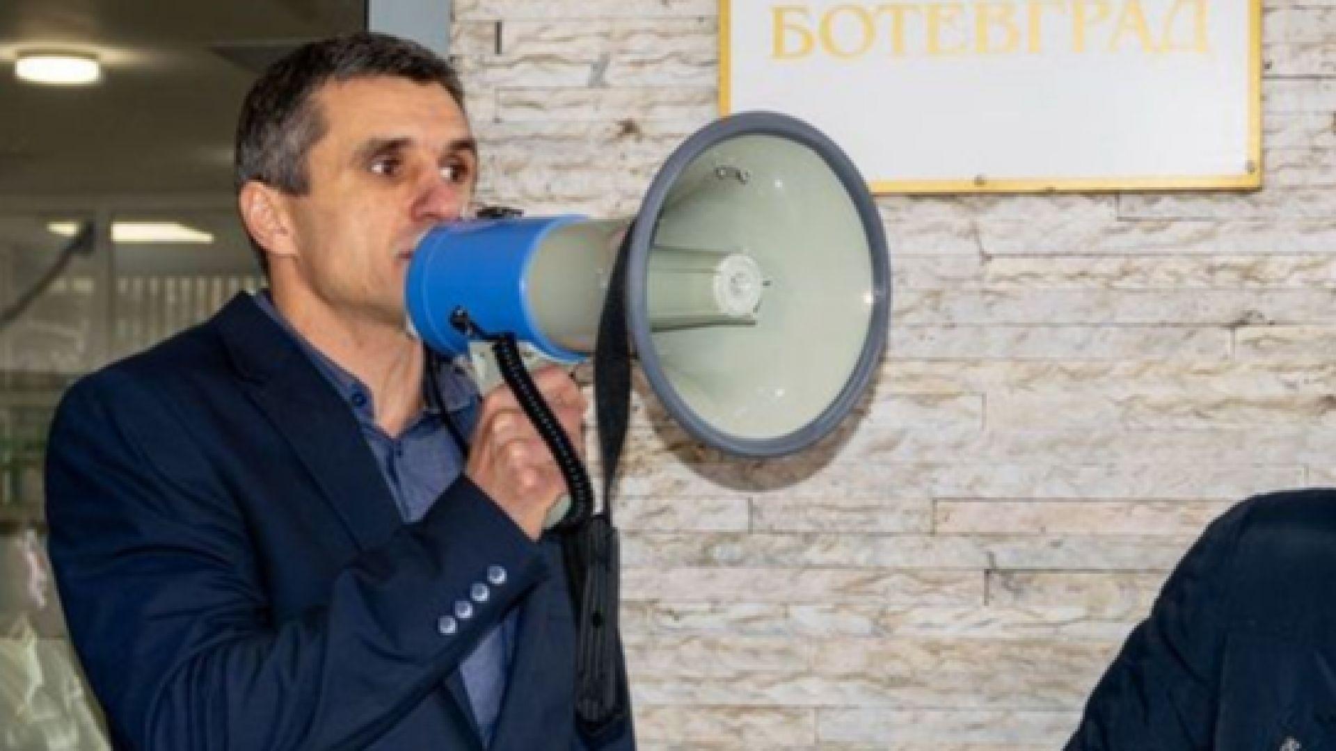 Иван Гавалюгов остава кмет на Ботевград
