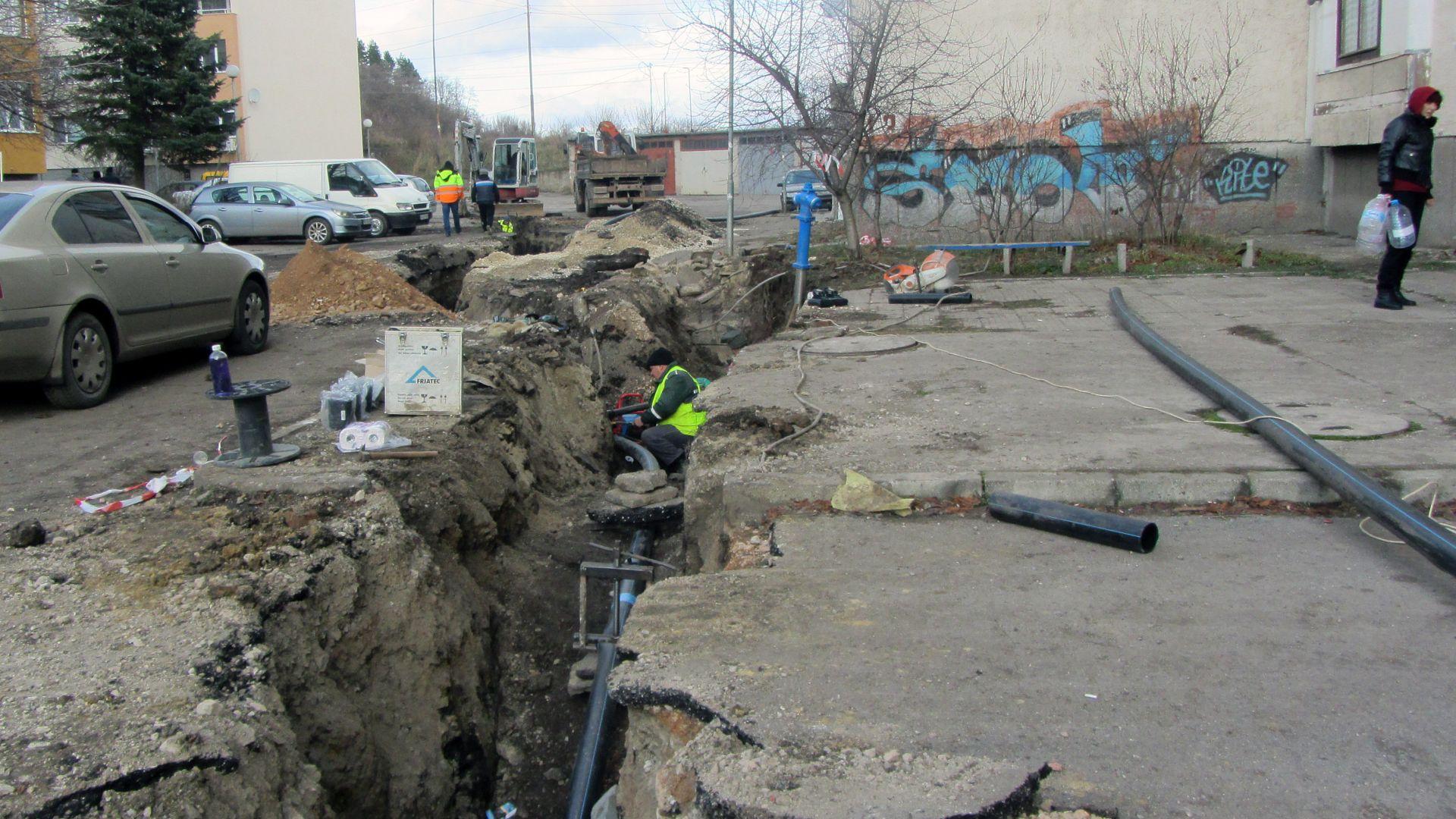 Голяма авария по довеждащия водопровод от пречиствателната станция за питейни