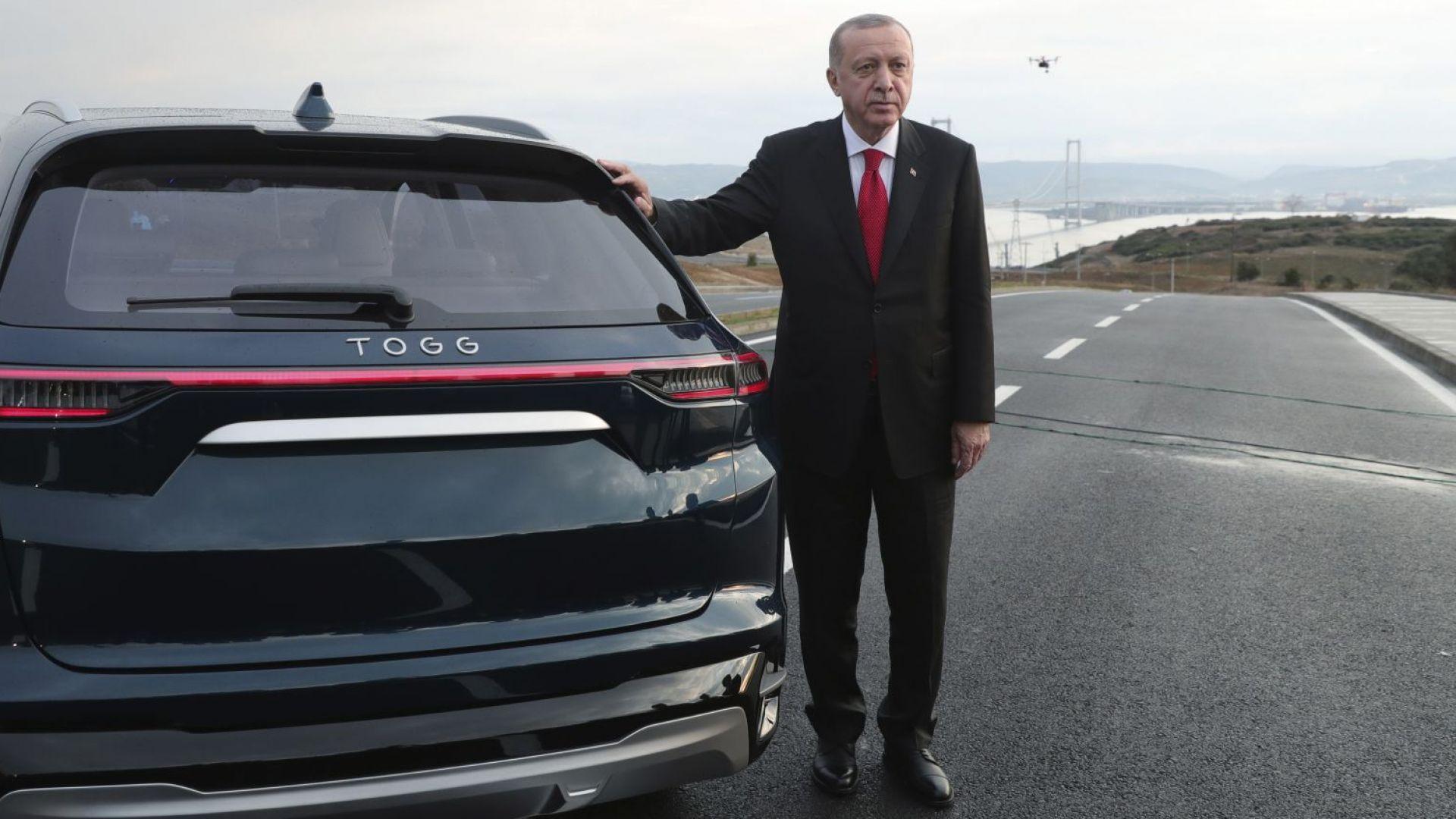 Ердоган подкара първия турски електромобил (видео)